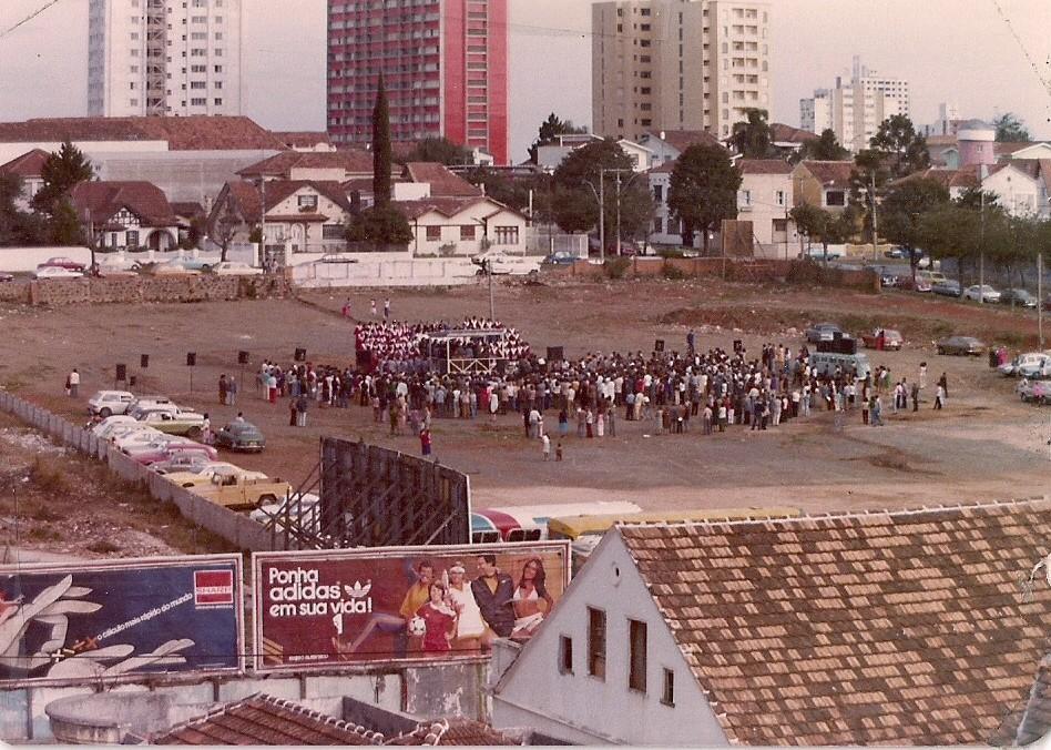Primeiro culto no terreno da Av. Batel em julho de 1978